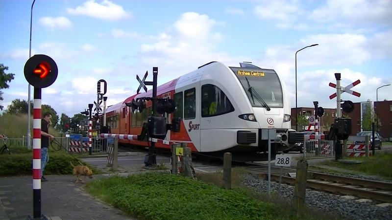 Spoorwegovergang Gaanderen Dutch railroad crossing