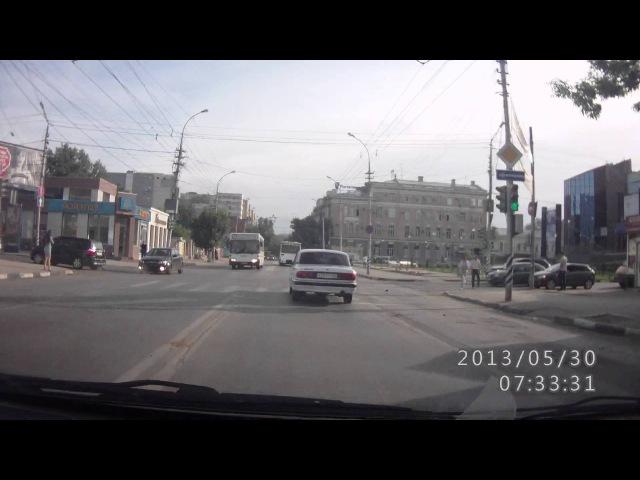 Авария 30.05.2013 на ул.Чапаева и ул.Б.Казачья г.Саратов 2 иномарки