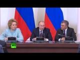 «Написал как курица лапой»: Путин пошутил про свой почерк