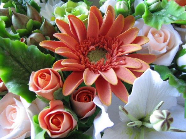 Композиция цветов из