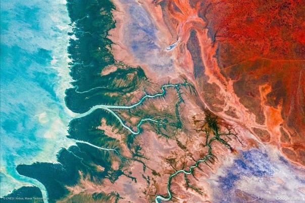 Все краски планеты: Google Earth показал новые удивительные снимки Земли Популярное приложение Google Earth после последнего обновления пополнилось тысячей новых снимков нашей планеты, сделанных