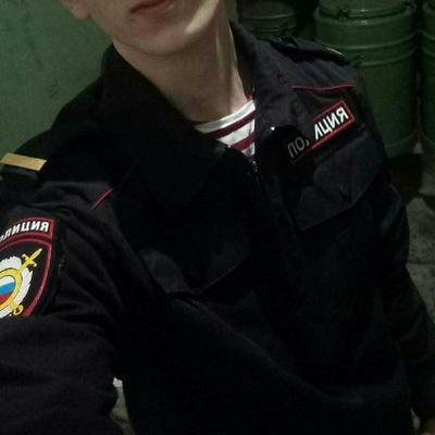 Максим Колчин