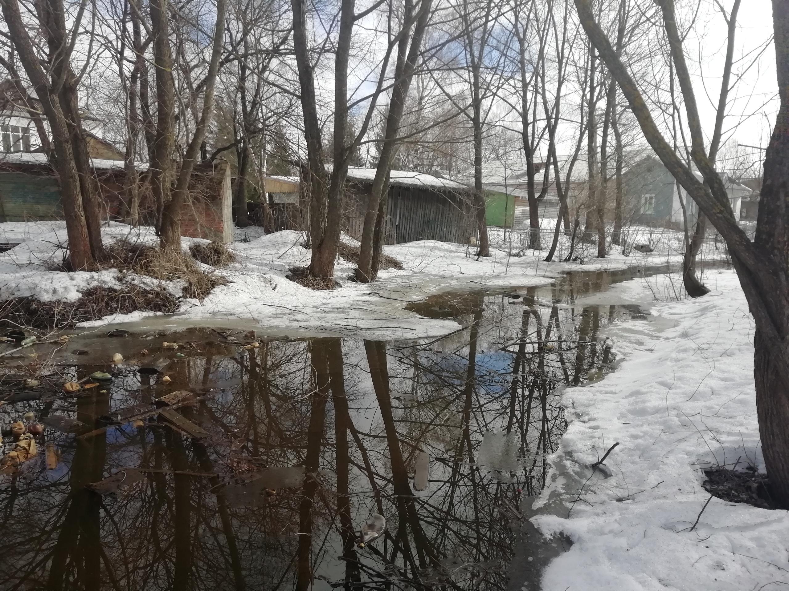 Территория речки Лещевка, по улицам Майская, Череповецкая.