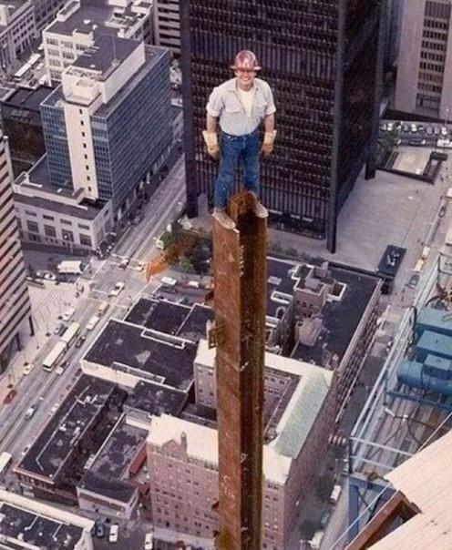 Рабочий на этапе строительства небоскреба Columbia Center (самый высокий небоскрёб американского города Сиэтла