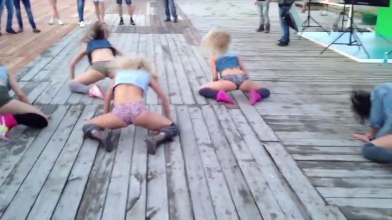 NEW crazy BOOTY dance (and dancehall) performance by FRAULES gyals