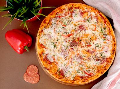 Акция «Давай за наших!» Закажи две Русские пиццы и получи третью в подарок! 😍