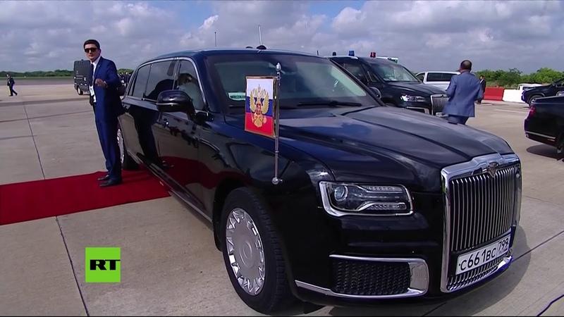 Putin sube al auto presidencial Aurus del proyecto Kortezh a su llegada a Buenos Aires