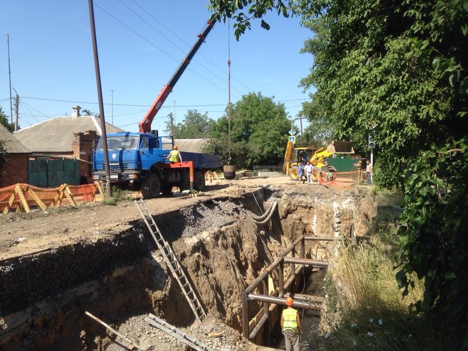 Администрация Таганрога отчиталась о ходе аварийно-восстановительных работ на канализационном коллекторе