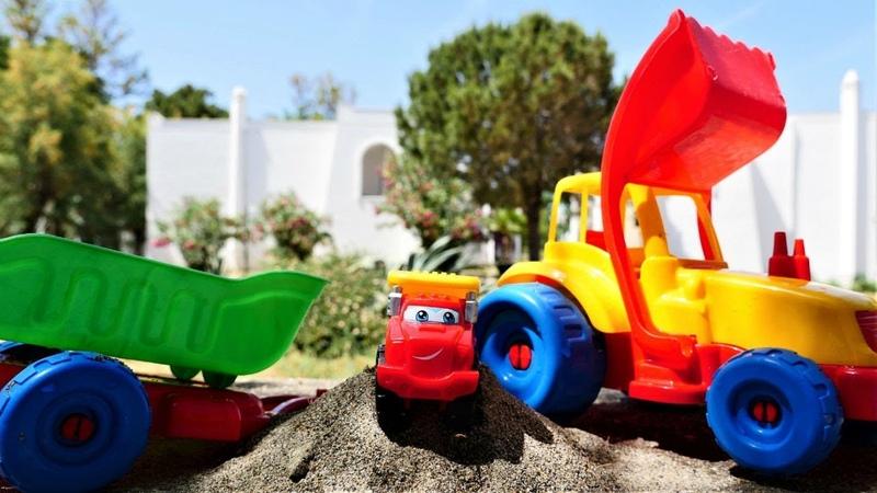 Araba oyunları. Kamyon ve Traktör kum taşıyorlar.