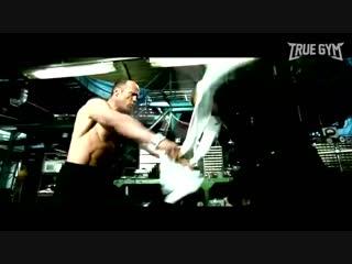 Так тренируется звезда боевиков Джейсон Стетхэм - Турник, брусья и отжимания