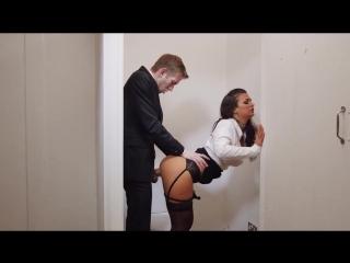 porno-trahnul-nachalnitsu-v-tualete-smotret-massazh-aziatki-video