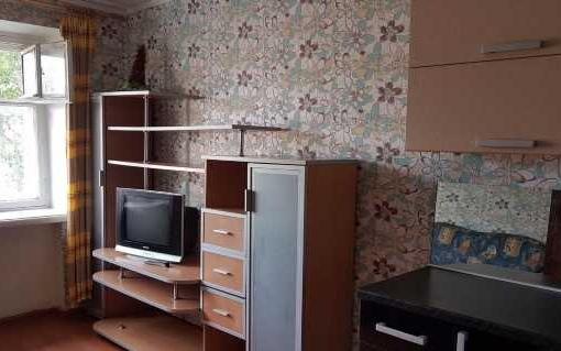 комната в кирпичном доме Дзержинского 4