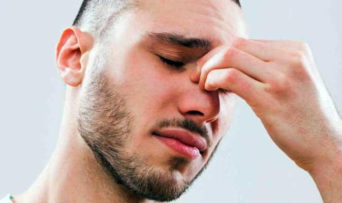 Чтобы избавиться от симптомов синусовой инфекции, вы можете использовать назальные противозастойные спреи,