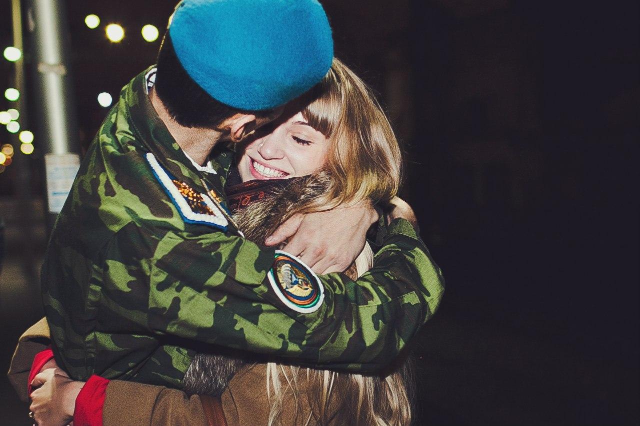 Сестра встречает брата с армии 9 фотография