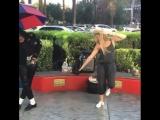 танцы на улице с Майклом (секси попка тело красотка спорт фитнес бикини любовь)