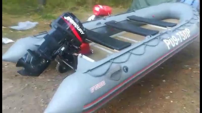 Транцевые колеса Тритоникс на лодке Фаворит F500