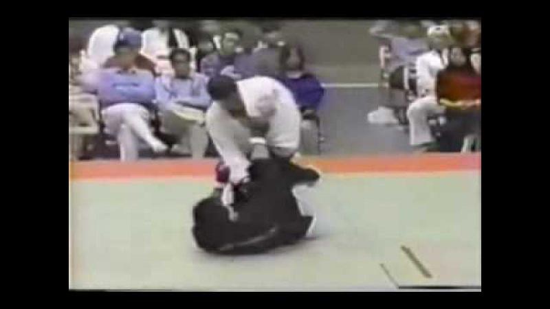Satoru Sayama (Tiger Mask) vs. Yoshinori Nishi (1995)