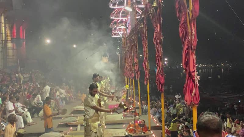 Варанаси. Церемония подношения огня - Ганга Арати.