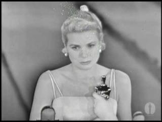 Грейс Келли получает  «Оскар» (1955)