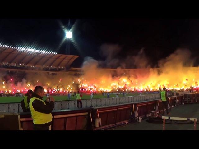 Болельщики «Црвены Звезды» празднуют день рождения клуба во время матча.