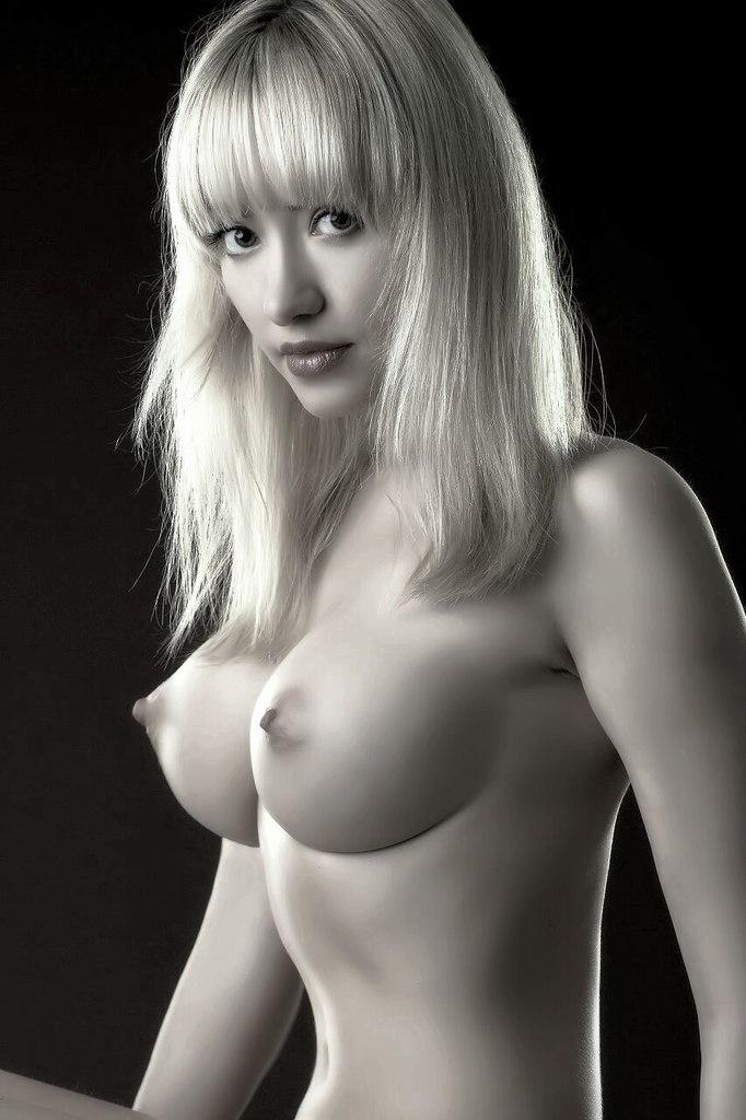 Торчком эротика грудь