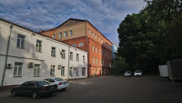 Задний фасад университета.  7 июля 2018
