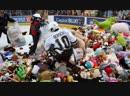 В матче АХЛ зрители бросили на лёд почти 35 000 плюшевых мишек