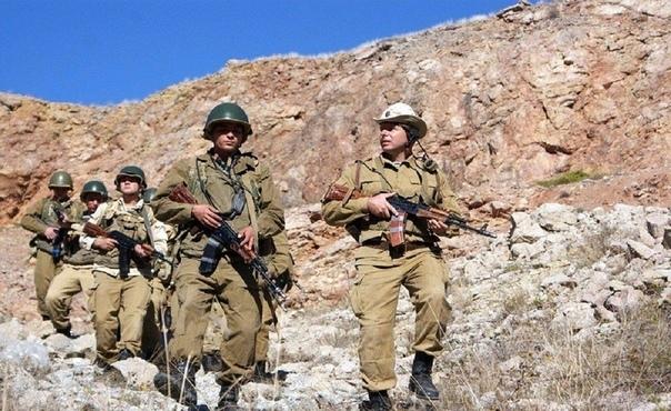 Случай в Афгане Я солдат вооружённых сил России (на тот момент СССР). Было это в 86-ом году во время афганской войны. Меня тогда с ротой моих сослуживцев забросили в горячую точку. Война с