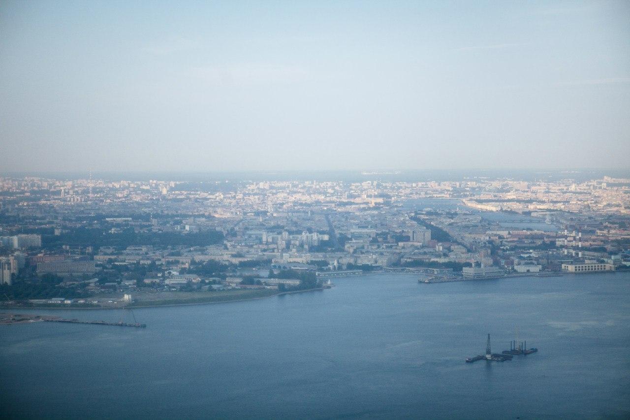 взгляд на Петербург из самолета