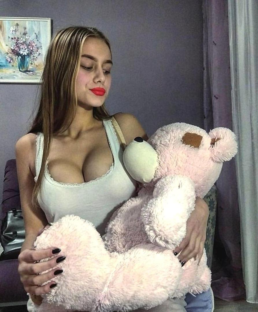 Amatrice exhibe pour voyeur francais avec webca
