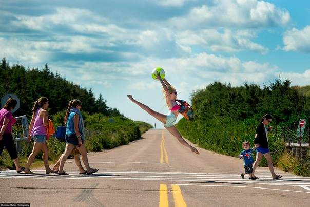Танцоры среди нас Проект Джордана Мэттера «Танцоры среди нас» это популярная книга с фотографиями, которая уже не один год успешно продается во всем мире. В ней профессиональные танцоры застыли