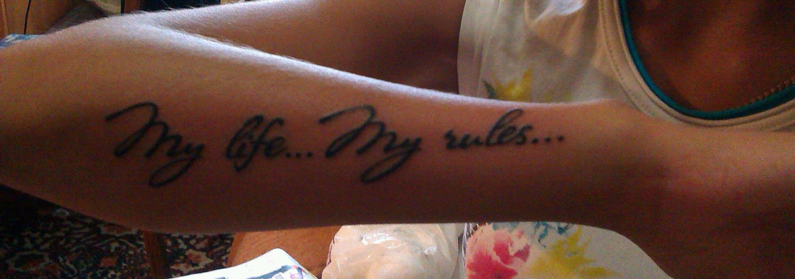 Тату для девушки на руке надписи с переводом