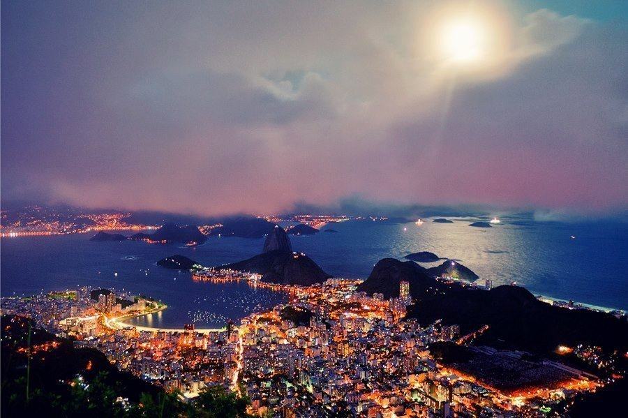 Рио-де-Жанейро ночью,