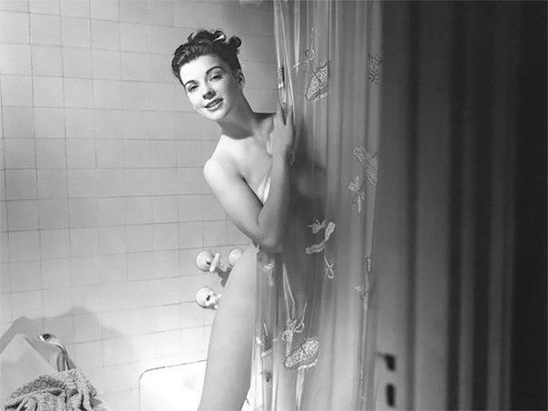 Снял жену в ванной мысль