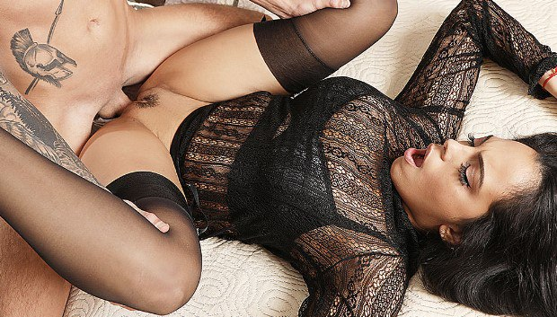 MomXXX - Lad cums on kinky MILF's big tits