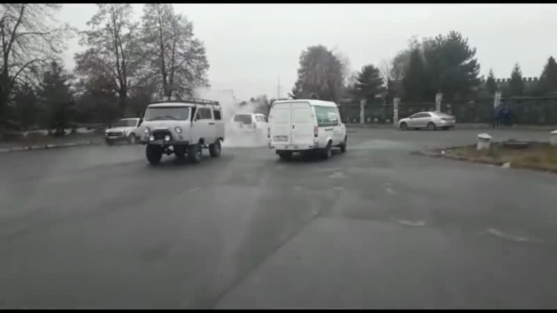 УАЗ Буханка против Нивы Шевроле