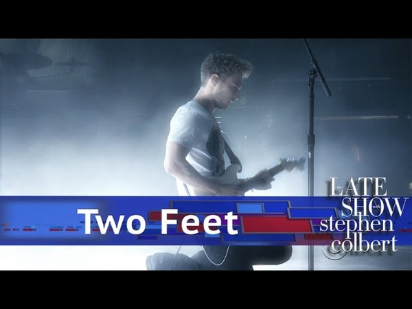 Two Feet Performs 'I Feel Like I'm Drowning'