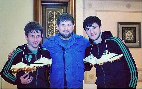 Кадыров подарил двум игрокам Терека золотые бутсы - изображение 1