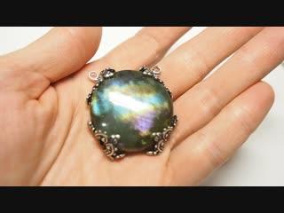 Камень лабрадорит с фиолетовым отблеском PB250083