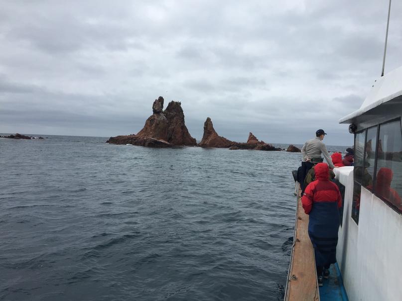 На катере в море. Острова