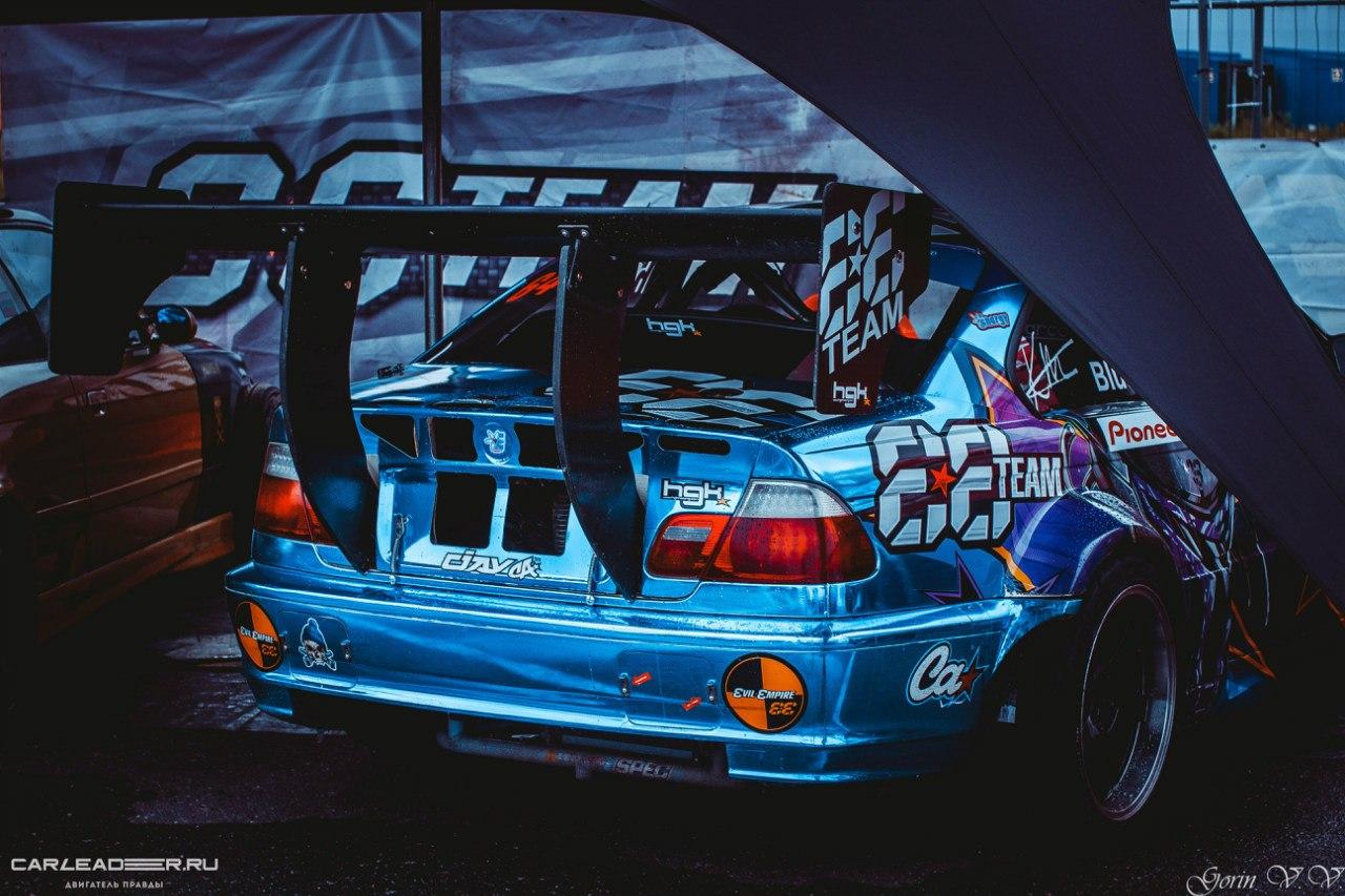 BMW drift car leader