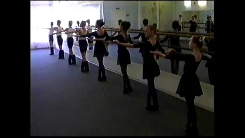 Народный танец (открытый урок 2002 г.)