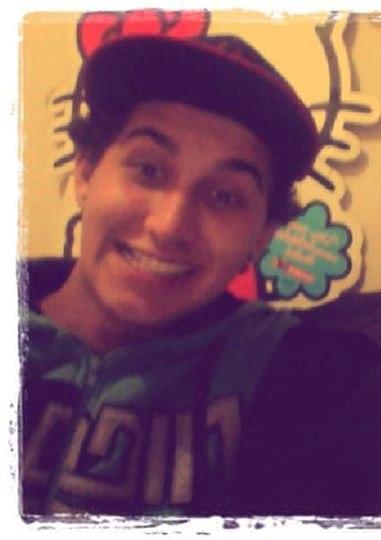 Alan-Alves Alan-Alves updated his profile picture: - SbQ1dLPztwM