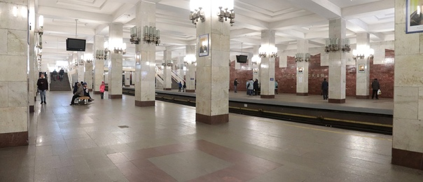 Панорама перона станции «Московская»
