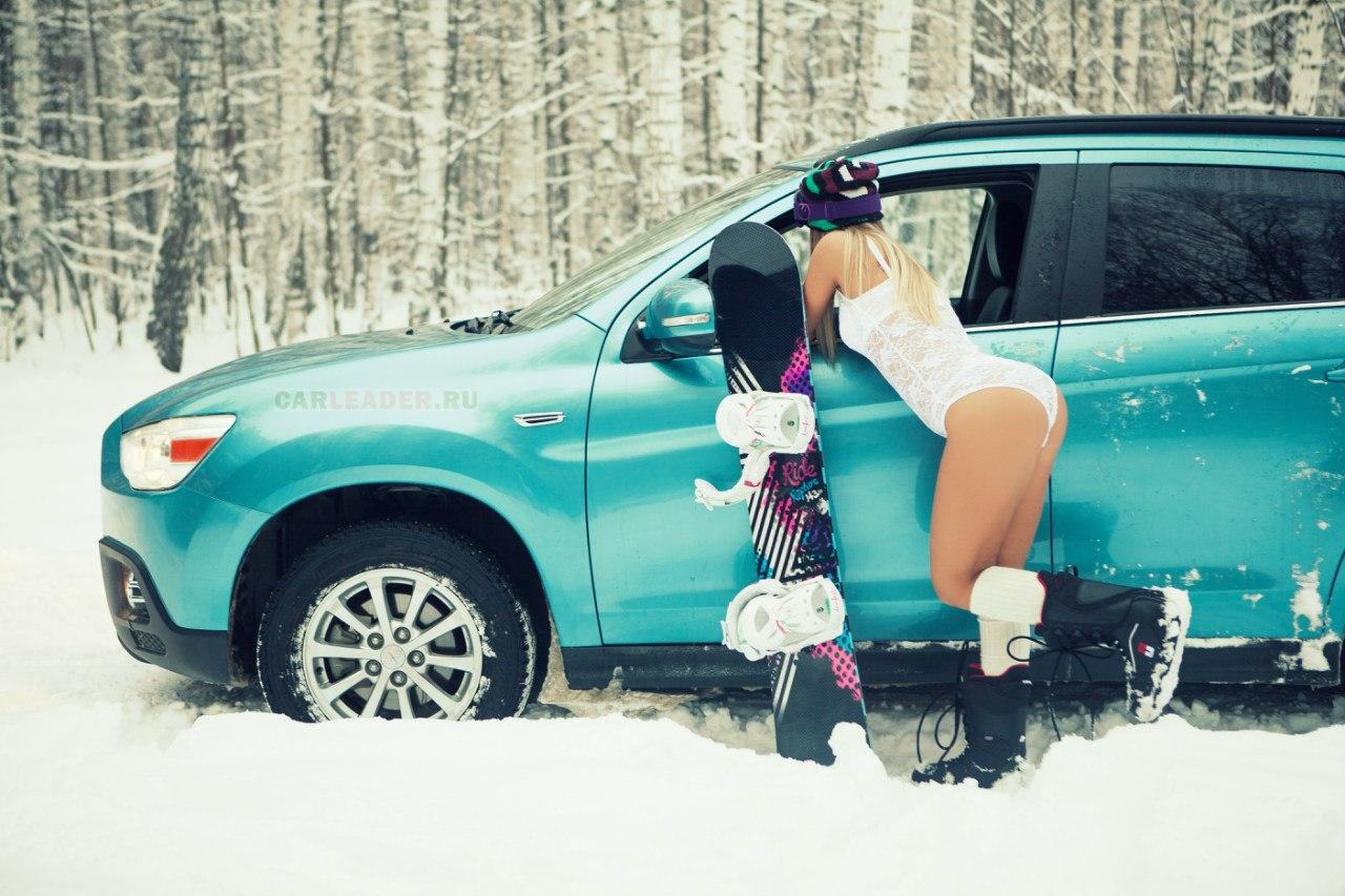 Mitsubishi ASX в зимнем лесу
