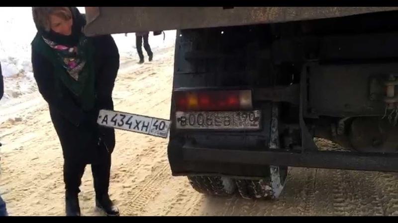 Мусоровозы с московскими номерами замаскированными под калужские ехали на свалку в Товарково