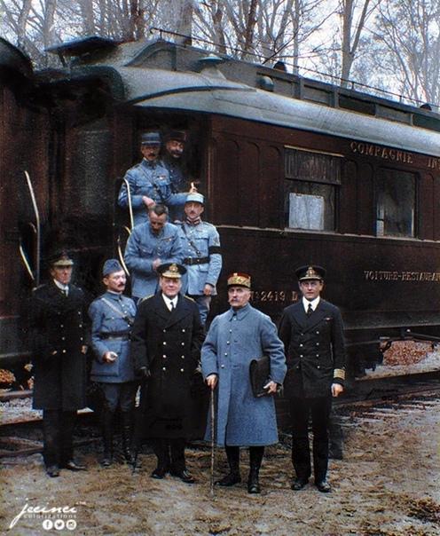 На фото: «Вагон перемирия», Компьенский лес, 11 ноября 1918 года.