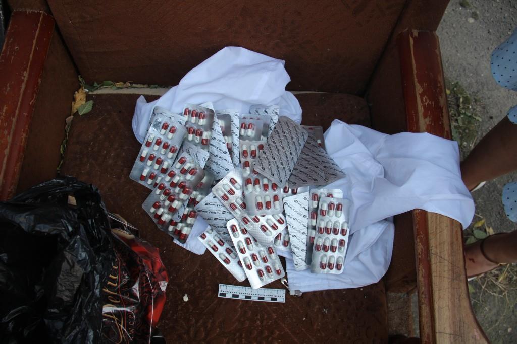 В Черкесске полицейские задержали девушку с пакетом аптечных наркотиков