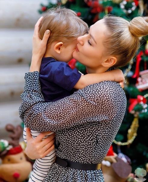 Мария Кожевникова поделилась редким снимком с младшим сыном Василием
