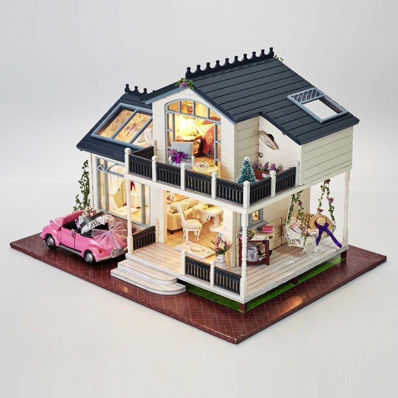 Кукольный домик с мебелью и светом -